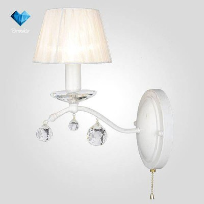 Евросвет 10058/1 белый с золотом/прозрачный хрусталь StrotskisКлассика<br><br><br>Тип лампы: Накаливания / энергосбережения / светодиодная<br>Тип цоколя: E14<br>Количество ламп: 1<br>Ширина, мм: 240<br>MAX мощность ламп, Вт: 40<br>Расстояние от стены, мм: 240<br>Высота, мм: 300