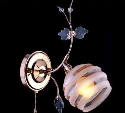 Светильник бра Евросвет 10505/1 золотоФлористика<br><br><br>S освещ. до, м2: 4<br>Тип товара: Светильник настенный бра<br>Тип лампы: накаливания / энергосбережения / LED-светодиодная<br>Тип цоколя: E27<br>Количество ламп: 1<br>Ширина, мм: 210<br>MAX мощность ламп, Вт: 60<br>Высота, мм: 260<br>Цвет арматуры: золотой