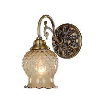 Светильник бра Favourite 1386-1WКлассика<br><br><br>S освещ. до, м2: 2<br>Тип товара: Светильник настенный бра<br>Тип лампы: накаливания / энергосбережения / LED-светодиодная<br>Тип цоколя: E14<br>Количество ламп: 1<br>Ширина, мм: 120<br>MAX мощность ламп, Вт: 40<br>Диаметр, мм мм: 200<br>Размеры: W120*H240*D200<br>Высота, мм: 240<br>Цвет арматуры: бронзовый