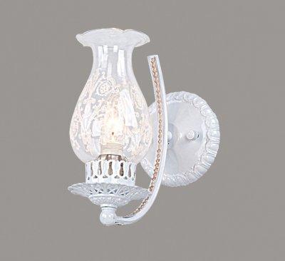 Светильник Favourite 1394-1wКлассика<br><br><br>S освещ. до, м2: 2<br>Тип товара: Светильник настенный бра<br>Скидка, %: 42<br>Тип лампы: накаливания / энергосбережения / LED-светодиодная<br>Тип цоколя: E14<br>Количество ламп: 1<br>Ширина, мм: 120<br>MAX мощность ламп, Вт: 40<br>Диаметр, мм мм: 210<br>Размеры: W120*D210*H230<br>Высота, мм: 230<br>Цвет арматуры: белый с золотистой патиной