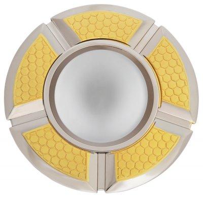 Светильник накаливания 16F161 DQ R50 сатин золото+хромКруглые<br>Встраиваемые светильники – популярное осветительное оборудование, которое можно использовать в качестве основного источника или в дополнение к люстре. Они позволяют создать нужную атмосферу атмосферу и привнести в интерьер уют и комфорт.   Интернет-магазин «Светодом» предлагает стильный встраиваемый светильник Degran 16F161 DQ R50 сатин золото+хром. Данная модель достаточно универсальна, поэтому подойдет практически под любой интерьер. Перед покупкой не забудьте ознакомиться с техническими параметрами, чтобы узнать тип цоколя, площадь освещения и другие важные характеристики.   Приобрести встраиваемый светильник Degran 16F161 DQ R50 сатин золото+хром в нашем онлайн-магазине Вы можете либо с помощью «Корзины», либо по контактным номерам. Мы развозим заказы по Москве, Екатеринбургу и остальным российским городам.<br><br>S освещ. до, м2: 3<br>Тип лампы: галогенная<br>Тип цоколя: E14<br>Количество ламп: 1<br>MAX мощность ламп, Вт: 50<br>Диаметр, мм мм: 100<br>Диаметр врезного отверстия, мм: 90<br>Цвет арматуры: Золотой