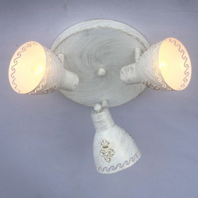 Потолочный светильник Favourite 1798-3U MartosТройные<br>Выбирая модель светильника Favourite 1798-3U, обратите внимание, что каркас белого цвета с золотой патиной, плафон из металла. Дополнительная информация в характеристиках или по телефону.<br><br>S освещ. до, м2: 6<br>Тип цоколя: E14<br>Количество ламп: 3<br>Диаметр, мм мм: 370<br>Размеры: D370*H150<br>Высота, мм: 150<br>Общая мощность, Вт: 40W