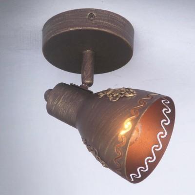Настенный светильник Favourite 1799-1W MartosОдиночные<br>Выбирая модель светильника Favourite 1799-1W, обратите внимание, что каркас коричневого цвета с золотой патиной, плафон из металла. Дополнительная информация в характеристиках или по телефону.<br><br>Тип цоколя: E14<br>Количество ламп: 1<br>Ширина, мм: 100<br>Размеры: W100*H155*D150<br>Длина, мм: 150<br>Высота, мм: 155<br>Общая мощность, Вт: 40W