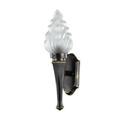 Уличный светильник Favourite 1803-1W FackelНастенные<br>Выбирая модель светильника Favourite 1803-1W, обратите внимание, что каркас черного цвета с золочением, выдувной плафон белого матового цвета в форме пламени. Дополнительная информация в характеристиках или по телефону.<br><br>Тип лампы: Накаливания / энергосбережения / светодиодная<br>Тип цоколя: E27<br>Количество ламп: 1<br>Ширина, мм: 160<br>MAX мощность ламп, Вт: 60<br>Размеры: W160*D215*H550<br>Длина, мм: 215<br>Высота, мм: 550<br>Общая мощность, Вт: 60W