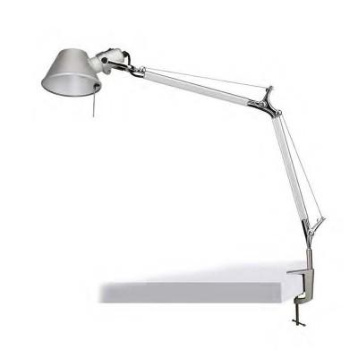 Favourite Legend 1870-1T Настольная лампаНа струбцине<br>Настольная лампа – это не просто источник дополнительного освещения, но и оригинальный элемент декора. Его можно установить в спальне, гостиной, кабинете и других комнатах. Интернет-магазин «Светодом» предлагает настольные лампы разных стилей по доступным ценам. Благодаря большому ассортименту Вы обязательно найдете в нашем каталоге именно ту модель, которую искали.   Настольная лампа Favourite 1870-1T – прекрасный вариант для завершения интерьера. Ее можно включить одновременно с люстрой для более яркого освещения или без нее для создания уютной атмосферы, настраивающей на отдых.   Купить настольную лампу Favourite 1870-1T Вы можете с помощью виртуальной «Корзины» или по контактным номерам, указанным на сайте.<br><br>Тип цоколя: E27<br>Количество ламп: 1<br>Размеры: D210*H493*L620<br>MAX мощность ламп, Вт: 60