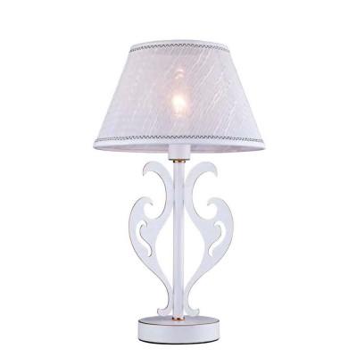 Настольная лампа Favourite 1940-1T LuminousКлассические<br>Настольная лампа – это не просто источник дополнительного освещения, но и оригинальный элемент декора. Его можно установить в спальне, гостиной, кабинете и других комнатах. Интернет-магазин «Светодом» предлагает настольные лампы разных стилей по доступным ценам. Благодаря большому ассортименту Вы обязательно найдете в нашем каталоге именно ту модель, которую искали.   Настольная лампа Favourite 1940-1T – прекрасный вариант для завершения интерьера. Ее можно включить одновременно с люстрой для более яркого освещения или без нее для создания уютной атмосферы, настраивающей на отдых.   Купить настольную лампу Favourite 1940-1T Вы можете с помощью виртуальной «Корзины» или по контактным номерам, указанным на сайте.<br><br>Тип лампы: Накаливания / энергосбережения / светодиодная<br>Тип цоколя: E14<br>Количество ламп: 1<br>MAX мощность ламп, Вт: 40<br>Размеры: D250*H425