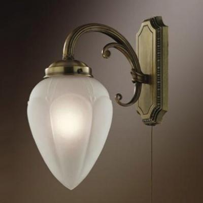 Светильник с выкл. Odeon Light 1990/1W бронза OvaleКлассические<br>Светильник Ovale будет Вашим удачным решением при световом оформлении зон интерьера. В нем идеально сочетаются романтичный изящный плафон, выполненный в виде бутона белого цветка и строгое классическое настенное крепление. Материал плафона – матовое белое стекло, благодаря чему свет становится мягким и рассеянным, не раздражая глаза и освещая именно тот участок интерьера, который Вам необходимо выделить и подчеркнуть. Сочетание разных стилей в этом светильнике позволяет поместить его в любое пространство.<br><br>S освещ. до, м2: 2<br>Тип лампы: накаливания / энергосбережения / LED-светодиодная<br>Тип цоколя: E14<br>Цвет арматуры: бронзовый<br>Количество ламп: 1<br>Ширина, мм: 120<br>Расстояние от стены, мм: 165<br>Высота, мм: 290<br>MAX мощность ламп, Вт: 40