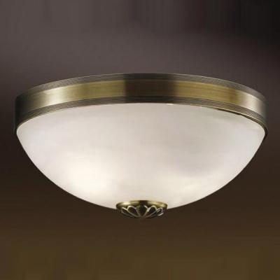 Светильник Odeon Light 1990/2C бронза OvaleПотолочные<br>Созданная в Италии, люстра Ovale подойдет к интерьеру любого помещения. Она удачно впишется в спальню, создавая мягкий рассеянный свет с помощью плафона, выполненного из матового белого стекла  также хорошо люстра будет смотреться в гостиной – благодаря своему классическому дизайну, она подчеркнет Ваш безупречный вкус. На кухне люстра будет не только прекрасно вписываться в интерьер, но и помогать Вам быстро чистить ее от различных загрязнений – материал, из которого она сделана, очень легко отмывается с помощью обычной воды и губки, достаточно слегка протереть плафон, и люстра вновь засверкает чистотой!<br><br>Установка на натяжной потолок: Ограничено<br>S освещ. до, м2: 8<br>Крепление: Планка<br>Тип лампы: накаливания / энергосбережения / LED-светодиодная<br>Тип цоколя: E27<br>Цвет арматуры: бронзовый<br>Количество ламп: 2<br>Диаметр, мм мм: 310<br>Высота, мм: 140<br>MAX мощность ламп, Вт: 60