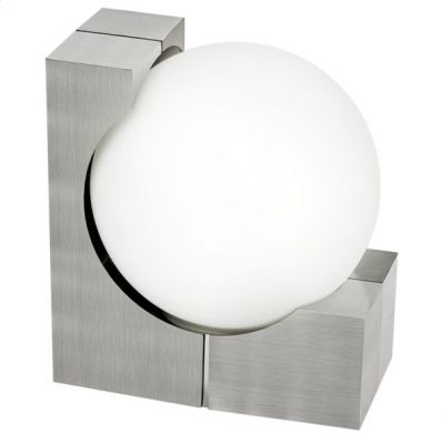 Eglo OHIO 89314 светильник уличныйУличные настенные светильники<br>Обеспечение качественного уличного освещения – важная задача для владельцев коттеджей. Компания «Светодом» предлагает современные светильники, которые порадуют Вас отличным исполнением. В нашем каталоге представлена продукция известных производителей, пользующихся популярностью благодаря высокому качеству выпускаемых товаров.   Уличный светильник Eglo 89314 не просто обеспечит качественное освещение, но и станет украшением Вашего участка. Модель выполнена из современных материалов и имеет влагозащитный корпус, благодаря которому ей не страшны осадки.   Купить уличный светильник Eglo 89314, представленный в нашем каталоге, можно с помощью онлайн-формы для заказа. Чтобы задать имеющиеся вопросы, звоните нам по указанным телефонам.<br><br>Тип цоколя: E27<br>Цвет арматуры: серебристый<br>Количество ламп: 1<br>Длина, мм: 190<br>Расстояние от стены, мм: 235<br>Высота, мм: 215<br>Оттенок (цвет): белый<br>MAX мощность ламп, Вт: 60<br>Общая мощность, Вт: 2