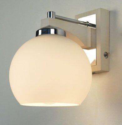 Citilux Ариста CL164312 Светильник настенный браСовременные<br><br><br>S освещ. до, м2: 5<br>Тип лампы: накаливания / энергосбережения / LED-светодиодная<br>Тип цоколя: E27<br>Количество ламп: 1<br>Ширина, мм: 150<br>MAX мощность ламп, Вт: 75<br>Размеры: Высота 19см, Ширина 15см, Глубина 19см, Массив дерева, Выдувное молочнобелое стекло, С выключателемЗапасное стекло<br>Длина, мм: 190<br>Высота, мм: 190<br>Поверхность арматуры: глянцевый, матовый<br>Оттенок (цвет): белый<br>Цвет арматуры: серебристый хром, белый