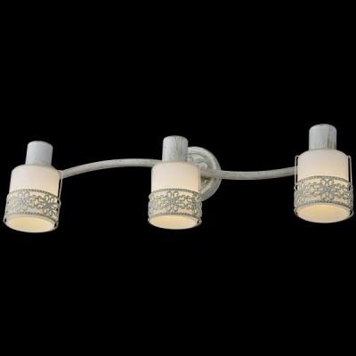 Светильник Евросвет 20025/3 белый с золотомТройные<br>Светильники-споты – это оригинальные изделия с современным дизайном. Они позволяют не ограничивать свою фантазию при выборе освещения для интерьера. Такие модели обеспечивают достаточно качественный свет. Благодаря компактным размерам Вы можете использовать несколько спотов для одного помещения. <br>Интернет-магазин «Светодом» предлагает необычный светильник-спот Евросвет 20025/3 по привлекательной цене. Эта модель станет отличным дополнением к люстре, выполненной в том же стиле. Перед оформлением заказа изучите характеристики изделия. <br>Купить светильник-спот Евросвет 20025/3 в нашем онлайн-магазине Вы можете либо с помощью формы на сайте, либо по указанным выше телефонам. Обратите внимание, что у нас склады не только в Москве и Екатеринбурге, но и других городах России.<br><br>S освещ. до, м2: 6<br>Цветовая t, К: 2400-2800<br>Тип лампы: накаливания / энергосберегающая / светодиодная<br>Тип цоколя: E14<br>Цвет арматуры: белый с золотистой патиной<br>Количество ламп: 3<br>Ширина, мм: 550<br>Длина, мм: 160<br>Высота, мм: 170<br>Поверхность арматуры: матовый, глянцевый<br>MAX мощность ламп, Вт: 40<br>Общая мощность, Вт: 120