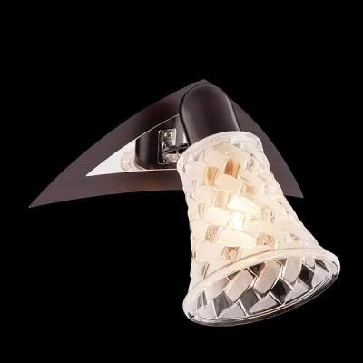 Светильник Евросвет 20032/1 хром/венгеОдиночные<br>Светильники-споты – это оригинальные изделия с современным дизайном. Они позволяют не ограничивать свою фантазию при выборе освещения для интерьера. Такие модели обеспечивают достаточно качественный свет. Благодаря компактным размерам Вы можете использовать несколько спотов для одного помещения.  Интернет-магазин «Светодом» предлагает необычный светильник-спот Евросвет 20032/1 по привлекательной цене. Эта модель станет отличным дополнением к люстре, выполненной в том же стиле. Перед оформлением заказа изучите характеристики изделия.  Купить светильник-спот Евросвет 20032/1 в нашем онлайн-магазине Вы можете либо с помощью формы на сайте, либо по указанным выше телефонам. Обратите внимание, что у нас склады не только в Москве и Екатеринбурге, но и других городах России.<br><br>Тип лампы: Накаливания / энергосбережения / светодиодная<br>Тип цоколя: E14<br>Количество ламп: 1<br>Ширина, мм: 140<br>MAX мощность ламп, Вт: 40<br>Длина, мм: 200<br>Высота, мм: 160<br>Цвет арматуры: серебристый