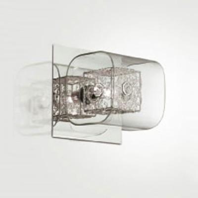 Светильник Odeon Light 2006/1W Forta хромСовременные<br>Настенное бра Odeon Light 2006/1W создано в стильном концепте модерн, что подтверждает выверенная геометрия каждой детали. Единственный плафон представленного итальянского изделия исполнен в интересной манере сочетания различных фигур: строгий внутренний квадрат с начинённой галогенной лампой обрамлён в более мягкую стеклянную форму, которая, в свою очередь, крепится к прямоугольному основанию. Каждая деталь гармонично вливается в другую и насыщается блеском от обоюдного отражения. Настенное бра Odeon Light 2006/1W в такой вариации символизирует особую оригинальность и лаконичный подход к индивидуальному дизайну. Наполните свой интерьер шедевром в стиле модерн!<br><br>S освещ. до, м2: 2<br>Тип лампы: галогенная / LED-светодиодная<br>Тип цоколя: G9<br>Цвет арматуры: серебристый<br>Количество ламп: 1<br>Ширина, мм: 150<br>Длина, мм: 150<br>Высота, мм: 160<br>MAX мощность ламп, Вт: 40