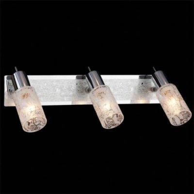 Светильник Евросвет 20101/3 хромТройные<br>Светильники-споты – это оригинальные изделия с современным дизайном. Они позволяют не ограничивать свою фантазию при выборе освещения для интерьера. Такие модели обеспечивают достаточно качественный свет. Благодаря компактным размерам Вы можете использовать несколько спотов для одного помещения.  Интернет-магазин «Светодом» предлагает необычный светильник-спот Евросвет 20101/3 по привлекательной цене. Эта модель станет отличным дополнением к люстре, выполненной в том же стиле. Перед оформлением заказа изучите характеристики изделия.  Купить светильник-спот Евросвет 20101/3 в нашем онлайн-магазине Вы можете либо с помощью формы на сайте, либо по указанным выше телефонам. Обратите внимание, что мы предлагаем доставку не только по Москве и Екатеринбургу, но и всем остальным российским городам.<br><br>S освещ. до, м2: 8<br>Тип лампы: накал-я - энергосбер-я<br>Тип цоколя: E14<br>Количество ламп: 3<br>MAX мощность ламп, Вт: 40<br>Длина, мм: 600<br>Высота, мм: 120<br>Цвет арматуры: серебристый