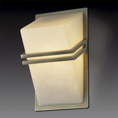 Светильник Odeon Light 2023/1W Tiara бронзаХай-тек<br><br><br>S освещ. до, м2: 2<br>Тип лампы: галогенная / LED-светодиодная<br>Тип цоколя: G9<br>Количество ламп: 1<br>Ширина, мм: 90<br>MAX мощность ламп, Вт: 40<br>Высота, мм: 180<br>Цвет арматуры: бронзовый