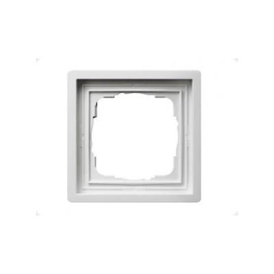 Gira F100 Бел глянц Рамка 1-ая (G211112)Gira F100 Рамки<br>Технические характеристики<br>Цвет: глянцевый белый.<br>Посты: 1.<br>Модульность: 2.<br>Размер: 83,3?83,3 мм.<br>Степень защиты: IP20.Подходящие накладки: 2790111.<br>Дополнительная информация:<br>Рамка одинарная серии Gira F100. <br>Материал - термопласт (поликарбонат), ударопрочный, неломающийся, не содержит <br>галогенов, устойчив к УФ-излучению. Легко очищаемая поверхность. Пpи инсталляции <br>скpытым монтажом могут быть оснащены комплектом уплотнителей, пpи этом <br>обеспечивается класс защиты IP44. Предназначена для вертикальной и <br>горизонтальной установки.<br><br>Оттенок (цвет): белый