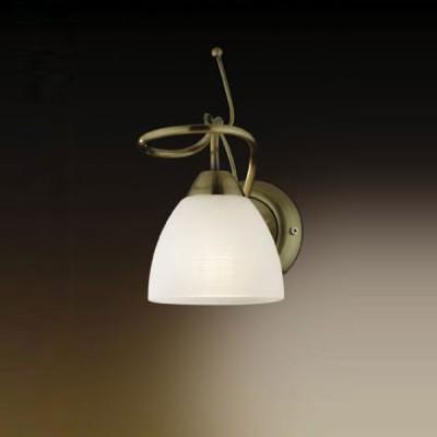 Светильник Odeon Light 2120/1W Kaena бронзаКлассические<br>Этот светильник  можно использовать для любого интерьера – от классики до модерна, так как в нем одновременно сочетается несколько стилей. Классические цвета – бронзовый и белый   материалы стиля хай-тек – стекло и металл, и, наконец, изящная и романтичная форма в виде цветка и кокетливые завитки «стебля».  Плафон создает направленное и мягкое освещение, нужное именно в той зоне, которую вы хотите выделить.<br><br>S освещ. до, м2: 4<br>Тип лампы: накаливания / энергосбережения / LED-светодиодная<br>Тип цоколя: E14<br>Количество ламп: 1<br>Ширина, мм: 123<br>MAX мощность ламп, Вт: 60<br>Расстояние от стены, мм: 123<br>Высота, мм: 205<br>Цвет арматуры: бронзовый