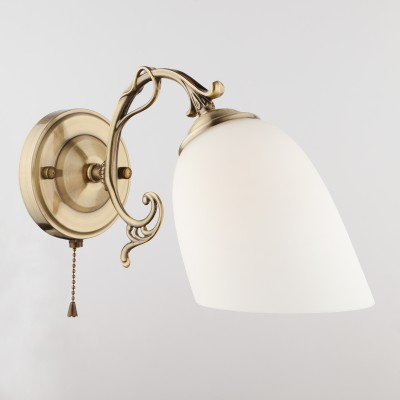 Светильник бра Евросвет 22010/1 античная бронзаклассические бра<br><br><br>S освещ. до, м2: 2<br>Тип лампы: накаливания / энергосбережения / LED-светодиодная<br>Тип цоколя: E27<br>Цвет арматуры: бронзовый<br>Количество ламп: 1<br>Ширина, мм: 300<br>Длина, мм: 120<br>Высота, мм: 180<br>MAX мощность ламп, Вт: 60