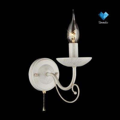 Светильник бра Евросвет 22404/1 белый/золотоКлассические<br><br><br>S освещ. до, м2: 2<br>Тип лампы: накаливания / энергосбережения / LED-светодиодная<br>Тип цоколя: E14<br>Количество ламп: 1<br>MAX мощность ламп, Вт: 40<br>Длина, мм: 110<br>Высота, мм: 170<br>Цвет арматуры: белый с золотистой патиной