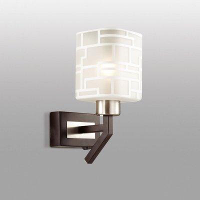 Светильник Odeon light 2615/1WСовременные<br>Настенное бра Odeon light 2615/1W выглядит очень привлекательно благодаря своей тактичности. В изделии нет ни единой лишней детали, нагромождающих элементов или безвкусной вычурности. Также важным преимуществом настенного бра Odeon light 2615/1W является использование в его материалах натурального дерева. Вот она настоящая экологичность! Тёмный цвет дерева делает изделие стильным и благородным. Компактные размеры бра станут настоящей находкой для небольших интерьерных зон, хотя и в просторных помещениях будут смотреться выигрышно и гармонично, ведь перед Вами ультрамодный формат модерн. Обратите внимание и на декоративную отделку стеклянного плафона, превращающую изделие в отдельный прекрасный аксессуар света. Настало время выбирать модный стиль в формате модерн, а значит и бра Odeon light 2615/1W!<br><br>S освещ. до, м2: 3<br>Тип цоколя: E14<br>Количество ламп: 1<br>Ширина, мм: 100<br>MAX мощность ламп, Вт: 40<br>Высота, мм: 170<br>Оттенок (цвет): белый<br>Цвет арматуры: серый