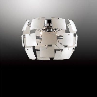 Люстра Odeon light 2655/4CПотолочные<br>Практичность в освещении – современный подход в наполнении интерьера! В этом вопросе советуем обратить внимание на потолочную люстру Odeon light 2655/4C, созданную в стиле хай-тек. Изделие символизирует стильный минимализм в тандеме с максимальным свечением. Здесь нет ничего лишнего, исключается вычурность дизайна и многосложность конструкций. Округлая форма потолочной люстры Odeon light 2655/4C создана из нескольких белоснежных квадратов, которые никак не перекрывают свет. Четыре источника сияния обогатят необходимыми лучами любое интерьерное пространство. Все детали светильника созданы из современных материалов по новейшим технологиям. Стильный дизайн, простая геометрия и выверенный минимализм делают потолочную люстру Odeon light 2655/4C универсальной для каждого интерьера.<br><br>Установка на натяжной потолок: Да<br>S освещ. до, м2: 11<br>Крепление: Планка<br>Тип цоколя: G9<br>Количество ламп: 4<br>MAX мощность ламп, Вт: 40<br>Диаметр, мм мм: 500<br>Высота, мм: 400<br>Оттенок (цвет): белый<br>Цвет арматуры: серебристый