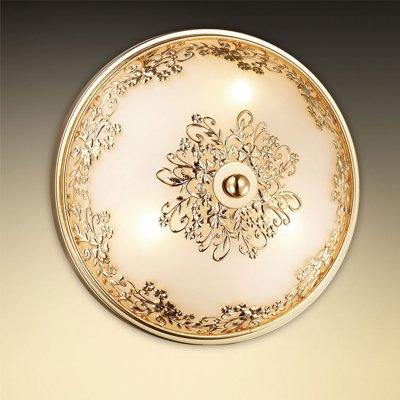 Светильник Odeon light 2676/3CКруглые<br>Универсальная конструкция настенно-потолочного светильника Odeon light 2676/3C является его отличительной особенностью перед другими осветительными приборами - благодаря ей он прекрасно смотрится и в качестве потолочной люстры и в качестве настенного бра. Элегантное и гармоничное сочетание круглой формы, золотого и белого оттенка с «растительным» рисунком на плафоне идеально подходит к интерьеру в стиле «классика» и «флористика». Три лампы создают мягкое и приятное для зрения освещение на площади до 8 кв.м, поэтому наиболее оптимально светильник «впишется» в небольшую комнату с невысоким потолком, например, кухню, прихожую или спальню.<br><br>S освещ. до, м2: 8<br>Тип цоколя: G9<br>Цвет арматуры: золотой<br>Количество ламп: 3<br>Диаметр, мм мм: 250<br>Высота, мм: 120<br>Оттенок (цвет): белый<br>MAX мощность ламп, Вт: 40