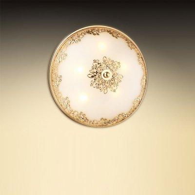 Светильник Odeon light 2676/5CКруглые<br>Универсальная конструкция настенно-потолочного светильника Odeon light 2676/5C является его отличительной особенностью по сравнению с другими осветительными приборами - благодаря ей он прекрасно смотрится и в качестве потолочной люстры и в качестве настенного бра. Элегантное и гармоничное сочетание круглой формы, золотого и белого оттенка с «растительным» рисунком на плафоне идеально подходит к интерьеру в стиле «классика» и «флористика». Пять ламп создают мягкое и приятное для зрения освещение на площади до 14 кв.м. Благодаря «цельному» плафону, светильник легко очистить от загрязнений – достаточно протереть поверхность влажной салфеткой, поэтому его можно смело использовать даже на кухне.<br><br>S освещ. до, м2: 14<br>Тип цоколя: G9<br>Количество ламп: 5<br>MAX мощность ламп, Вт: 40<br>Диаметр, мм мм: 335<br>Высота, мм: 120<br>Оттенок (цвет): белый<br>Цвет арматуры: золотой