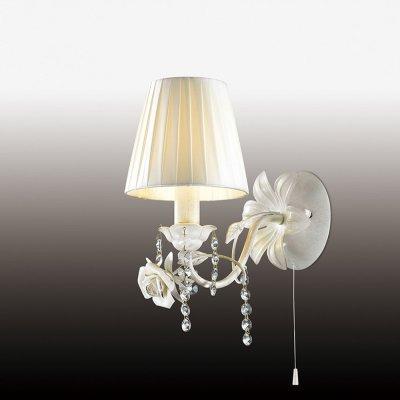 Настенный светильник odeon light 2686/1W PADMAФлористика<br><br><br>S освещ. до, м2: 2<br>Тип лампы: накаливания / энергосбережения / LED-светодиодная<br>Тип цоколя: E14<br>Количество ламп: 1<br>Ширина, мм: 140<br>MAX мощность ламп, Вт: 40<br>Расстояние от стены, мм: 230<br>Высота, мм: 330<br>Цвет арматуры: белый с золотистой патиной