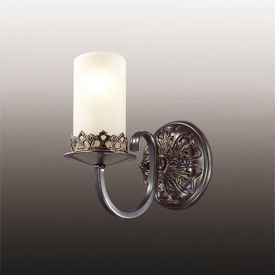 Настенный светильник odeon light 2690/1W MELAКованые<br><br><br>S освещ. до, м2: 4<br>Тип лампы: накаливания / энергосбережения / LED-светодиодная<br>Тип цоколя: E14<br>Количество ламп: 1<br>Ширина, мм: 120<br>MAX мощность ламп, Вт: 60<br>Расстояние от стены, мм: 120<br>Высота, мм: 200<br>Цвет арматуры: черный