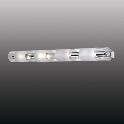 Настенный светильник odeon light 2743/4W LEMOХай-тек<br><br><br>S освещ. до, м2: 10<br>Тип лампы: накаливания / энергосбережения / LED-светодиодная<br>Тип цоколя: E14<br>Цвет арматуры: серебристый<br>Количество ламп: 4<br>Ширина, мм: 980<br>Расстояние от стены, мм: 95<br>Высота, мм: 80<br>MAX мощность ламп, Вт: 40