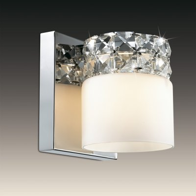 Настенный светильник odeon light 2749/1W OTTAVIAХрустальные<br><br><br>S освещ. до, м2: 3<br>Тип лампы: галогенная / LED-светодиодная<br>Тип цоколя: G9<br>Количество ламп: 1<br>Ширина, мм: 130<br>MAX мощность ламп, Вт: 53<br>Расстояние от стены, мм: 140<br>Высота, мм: 130<br>Цвет арматуры: серебристый
