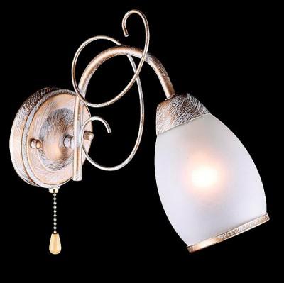 Светильник Евросвет 30016/1 белый с золотомМодерн<br><br><br>Тип лампы: Накаливания / энергосбережения / светодиодная<br>Тип цоколя: E27<br>Количество ламп: 1<br>Ширина, мм: 110<br>MAX мощность ламп, Вт: 60<br>Длина, мм: 260<br>Высота, мм: 250<br>Цвет арматуры: белый с золотистой патиной