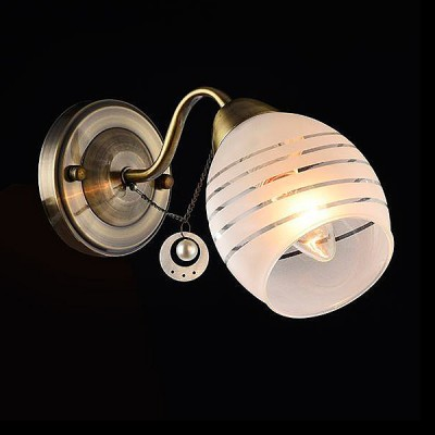 Светильник Евросвет 30061/1 античная бронзаМодерн<br><br><br>Тип лампы: Накаливания / энергосбережения / светодиодная<br>Тип цоколя: E27<br>Количество ламп: 1<br>Ширина, мм: 110<br>MAX мощность ламп, Вт: 60<br>Длина, мм: 205<br>Высота, мм: 160<br>Цвет арматуры: бронзовый