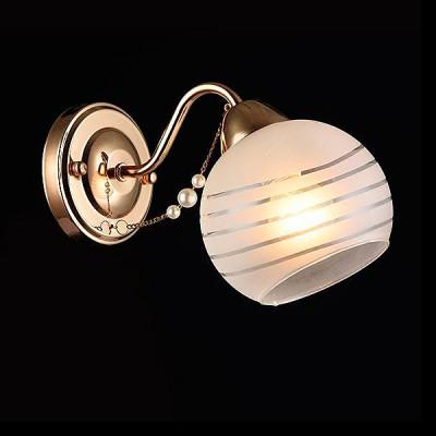 Светильник Евросвет 30062/1 золотоМодерн<br><br><br>Тип товара: Светильник настенный бра<br>Тип лампы: Накаливания / энергосбережения / светодиодная<br>Тип цоколя: E27<br>Количество ламп: 1<br>Ширина, мм: 130<br>MAX мощность ламп, Вт: 60<br>Длина, мм: 250<br>Высота, мм: 180<br>Цвет арматуры: Золотой