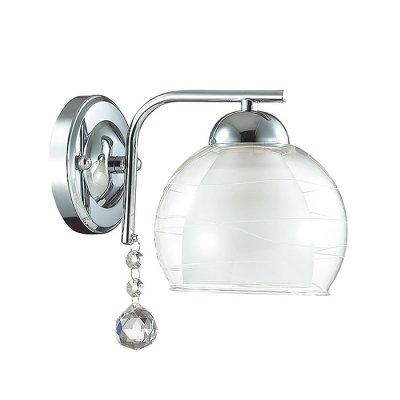 Настенный светильник бра Lumion 3071/1W BRINNAСовременные<br>Бра 3071/1W серии Brinna оформлена в современном стиле. Светильник состоит из двойного стеклянного плафона, нижняя часть которого матовая, а врехняя - прозрачная с легким рисунком, и базовой арматуры хромового цвета, украшенной подвеской из хрусталя. Данная модель замечательно впишется в интерьер кухни либо небольшой комнаты. Цоколь E14. Мощность 1x40W. Нет ламп в комплекте.<br><br>Крепление: Настенное<br>Тип лампы: накаливания / энергосбережения / LED-светодиодная<br>Тип цоколя: E14<br>Количество ламп: 1<br>Ширина, мм: 135<br>MAX мощность ламп, Вт: 40<br>Диаметр, мм мм: 200<br>Длина, мм: 200<br>Высота, мм: 145<br>Цвет арматуры: серебристый