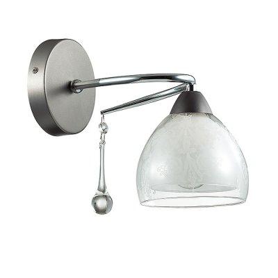 Настенный светильник бра Lumion 3080/1W SABINAСовременные<br>Бра 3080/1W серии Sabina оформлена в современном стиле. Светильник состоит из плафона, изготовленного из двойного стекла, нижняя часть которого матовая, а верхняя - прозрачная с вензельным рисунком, и арматуры изысканного цвета никель-хром, украшенной подвесками из стекла в виде капли. Данная модель еще раз доказывает, что роскошь возможна и без излишеств. Цоколь E14. Мощность 1x60W. Нет ламп в комплекте.<br><br>Крепление: Настенное<br>Тип лампы: накаливания / энергосбережения / LED-светодиодная<br>Тип цоколя: E14<br>Цвет арматуры: серебристый<br>Количество ламп: 1<br>Ширина, мм: 130<br>Диаметр, мм мм: 250<br>Длина, мм: 250<br>Высота, мм: 190<br>MAX мощность ламп, Вт: 60