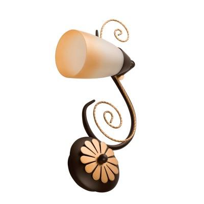 Светильник настенный бра De markt 323024501 АидаФлористика<br>Описание модели 323024501: Оригинальный потолочный светильник Аида, выполненный в стиле Кантри, по задумке дизайнера напоминает плетёную лозу из кованого металла, на которой размещены стеклянные перламутровые плафоны с тонированной каймой. Каждый плафон оснащён шарнирным креплением для направленного светового потока, площадь освещённости составляет до 18 кв.м. Благодаря компактности формы люстра подойдёт для освещения самых разнообразных помещений: прихожей, кухни, жилой комнаты, загородного дома. Светильник лаконично впишется в интерьеры в стилях Кантри и Шале с кованой и плетёной мебелью, где царит теплота уюта и гармония цветовой гаммы.<br><br>S освещ. до, м2: 2<br>Тип лампы: накаливания / энергосбережения / LED-светодиодная<br>Тип цоколя: E14<br>Ширина, мм: 120<br>MAX мощность ламп, Вт: 40<br>Длина, мм: 360<br>Расстояние от стены, мм: 210<br>Высота, мм: 210<br>Общая мощность, Вт: 40