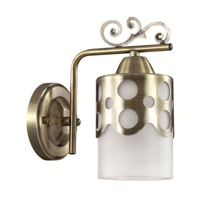 Настенный светильник бра Lumion 3235/1W BONINGAСовременные<br>Бра 3235/1W серии Boninga оформлена в классическом стиле. Светильник состоит из матовых стеклянных плафонов с металлическим декором классической армутуры, украшенной ажурными элементами. Модель подойдет к любому классическому интерьеру. Цоколь E27. Мощность 1х40W.  Нет ламп в комплекте.<br><br>Крепление: Настенное<br>Тип лампы: накаливания / энергосбережения / LED-светодиодная<br>Тип цоколя: E27<br>Количество ламп: 1<br>Ширина, мм: 185<br>MAX мощность ламп, Вт: 40<br>Диаметр, мм мм: 185<br>Длина, мм: 110<br>Высота, мм: 215<br>Цвет арматуры: бронзовый