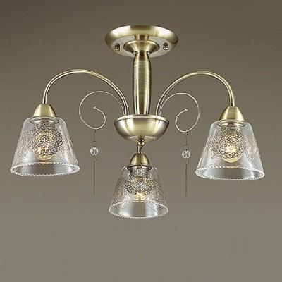 Светильник Lumion 3289/3CПотолочные<br>Яркий, чистый сиящий цвет полированный бронзы в сочетании со стеклянным плафоном с утонченным металлическим декором  привнесет уют в любое помещение.<br><br>Установка на натяжной потолок: Да<br>S освещ. до, м2: 9<br>Крепление: Потолочное<br>Тип лампы: Накаливания / энергосбережения / светодиодная<br>Тип цоколя: E27<br>Количество ламп: 3<br>MAX мощность ламп, Вт: 60<br>Диаметр, мм мм: 550<br>Высота, мм: 390