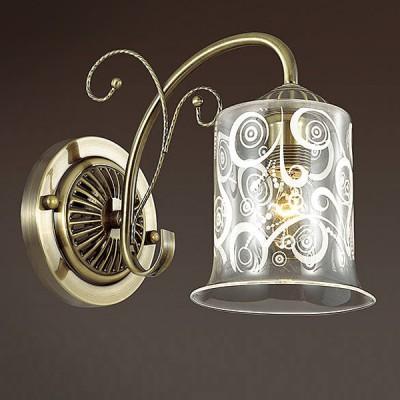 Светильник Lumion 3290/1WКлассические<br>Белый абстрактный орнамент словно морозный узор на стекле создаст эффектное кружево. Серия выполнена в цвете бронза, компактна по высоте, оригинальна по дизайну.<br><br>Крепление: Настенное<br>Тип лампы: Накаливания / энергосбережения / светодиодная<br>Тип цоколя: E14<br>Количество ламп: 1<br>Ширина, мм: 120<br>Расстояние от стены, мм: 240<br>Высота, мм: 190<br>MAX мощность ламп, Вт: 60