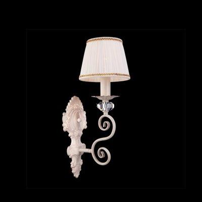 Светильник Eurosvet 3300/1 белый с золотом/прозрачный хрустальКлассические<br><br><br>S освещ. до, м2: 4<br>Тип лампы: накаливания / энергосбережения / LED-светодиодная<br>Тип цоколя: E14<br>Количество ламп: 1<br>Ширина, мм: 140<br>MAX мощность ламп, Вт: 60<br>Расстояние от стены, мм: 200<br>Высота, мм: 460<br>Цвет арматуры: белый