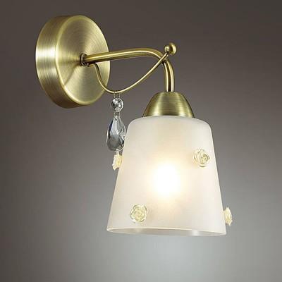 Светильник Lumion 3389/1WКлассические<br>Для серии Sipriano примечательно использование уникального декора в виде очаровательных розочек из стекла, потрясающих по своему уровню исполнения. Центральная чаша основания в цвете бронза декорирована оригинальным декоративным элементом.<br><br>Крепление: Настенное<br>Тип лампы: Накаливания / энергосбережения / светодиодная<br>Тип цоколя: E27<br>Количество ламп: 1<br>Ширина, мм: 116<br>Расстояние от стены, мм: 295<br>Высота, мм: 210<br>MAX мощность ламп, Вт: 60