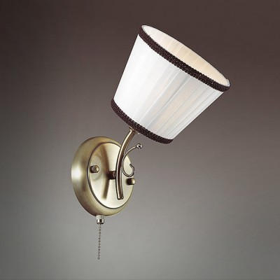 Светильник Lumion 3451/1Wклассические бра<br>Компактная, функциональная серия Ulali с тканевыми плессированными абажурами с черной окантовкой - отличное решение для тех, кто ценит комфорт.<br><br>Крепление: Настенное<br>Тип лампы: Накаливания / энергосбережения / светодиодная<br>Тип цоколя: E14<br>Количество ламп: 1<br>Ширина, мм: 150<br>Расстояние от стены, мм: 200<br>Высота, мм: 260<br>MAX мощность ламп, Вт: 60