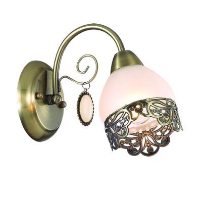 Светильник Lumion 3461/1WКлассические<br>Утонченная ажурная металлическая окантовка на белом матовом плафоне в сочетании с основанием в цвете бронза создает очень нежный и грациозный образ люстры. Особенно интересным является использование оригинальной подвески, напоминающей камень опал в металлическом обрамлении.<br><br>Крепление: Настенное<br>Тип лампы: Накаливания / энергосбережения / светодиодная<br>Тип цоколя: E14<br>Количество ламп: 1<br>Ширина, мм: 110<br>Расстояние от стены, мм: 250<br>Высота, мм: 400<br>MAX мощность ламп, Вт: 40