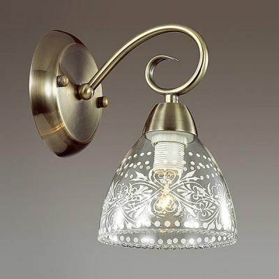 Светильник Lumion 3470/1WКлассические<br><br><br>Крепление: Настенное<br>Тип лампы: Накаливания / энергосбережения / светодиодная<br>Тип цоколя: E14<br>Количество ламп: 1<br>Ширина, мм: 125<br>MAX мощность ламп, Вт: 40<br>Расстояние от стены, мм: 175<br>Высота, мм: 210