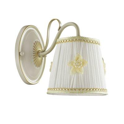 Светильник Lumion 3485/1WОжидается<br>Очень романтичная серия Vapus состоит из арматуры белого цвета с золотой патиной. Нежный тканевый абажур светильника украшен миниатюрными цветочками с жемчужным бисером. Такой светильник создаст атмосферу легкости и романтики в интерьере<br><br>Тип цоколя: E14<br>Количество ламп: 1<br>MAX мощность ламп, Вт: 40<br>Оттенок (цвет): белый / золот.патина