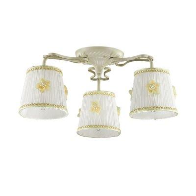 Светильник Lumion 3485/3CОжидается<br>Очень романтичная серия Vapus состоит из арматуры белого цвета с золотой патиной. Нежный тканевый абажур светильника украшен миниатюрными цветочками с жемчужным бисером. Такой светильник создаст атмосферу легкости и романтики в интерьере<br><br>Тип цоколя: E14<br>Количество ламп: 3<br>MAX мощность ламп, Вт: 40<br>Оттенок (цвет): белый / золот.патина