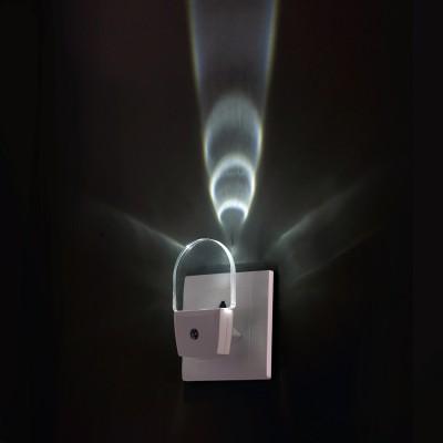 Novotech NIGHT LIGHT 357326 Светильник ночникНочники<br>Светильник-ночник (в розетку) светодиодный с датчиком света модели Novotech 357326 из серии NIGHT LIGHT отличается следующим качеством: Корпус светильника сделан из пластика ПК. Преимуществами данного материала являются: 1. Химическая инертность – материал устойчив к воздействию кислот и щелочей, продуктов нефтепереработки; 2. Устойчивость к воздействию влаги; 3. Ударопрочность; 4. Долговечность; 5. Ровная поверхность Датчик света (датчик освещённости) – свет включается при наступлении темноты и недостаточном освещении.<br>