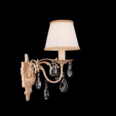 Светильник Eurosvet 3637/1 белый с золотом/прозрачный хрустальКлассика<br><br><br>S освещ. до, м2: 4<br>Тип товара: Светильник настенный бра<br>Тип лампы: накаливания / энергосбережения / LED-светодиодная<br>Тип цоколя: E14<br>Количество ламп: 1<br>Ширина, мм: 160<br>MAX мощность ламп, Вт: 60<br>Расстояние от стены, мм: 270<br>Высота, мм: 370<br>Цвет арматуры: бежевый с золотистой патиной