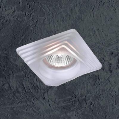 Novotech GLASS 369126 Встраиваемый светильникКвадратные<br>Декоративный встраиваемый неповоротный светильник модели Novotech 369126 из серии GLASS отличается следующим качеством: Основание светильника выполнено из штампованной стали. Преимуществами стали являются устойчивость к химическим, атмосферным и механическим воздействиям и эстетичный внешний вид. Благодаря зеркальной полировке,  обеспечивается высокая стойкость металла к коррозии. А штамповочный способ обработки стали делает возможным изготовление сложных изделий с большей точностью. Декоративный  плафон произведен из стекла. Стекло экологично,  не тускнеет и не меняет своего оттенка со временем, не покрывается некрасивым налетом и легко выдерживает перепады температур.<br><br>S освещ. до, м2: 3<br>Тип товара: Встраиваемый светильник<br>Тип лампы: галогенная<br>Тип цоколя: GU5.3 (MR16)<br>Количество ламп: 1<br>Ширина, мм: 98<br>MAX мощность ламп, Вт: 50<br>Диаметр врезного отверстия, мм: 72<br>Длина, мм: 98<br>Высота, мм: 70<br>Цвет арматуры: белый